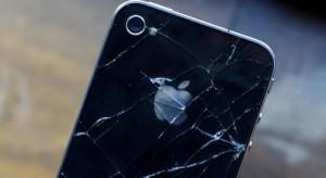 Összetörte az iPhone 4-et, majd beperelte az Apple-t