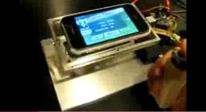 Döbbenetes modding: Joystickkal irányítható iPhone