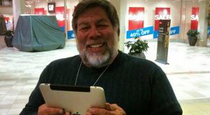 Steve Wozniak már a 3G-s iPad-en tolja…