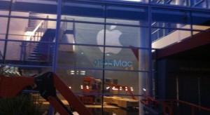 Már díszíti az Apple a Yerba Buena Center épületét San Franciscoban