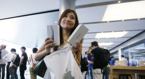 Felkészült az Apple a karácsonyra: mindenhol van iPhone 5