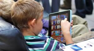 Egy felmérés szerint a legtöbb gyerek iPad-et szeretne a karácsonyfa alá