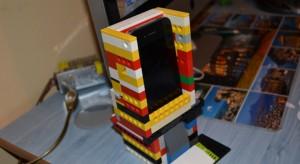 Nándi Legóból épített magának iPhone dokkolót