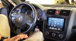 Egy VW Jettába iPad minit szereltek be érintőképernyőnek