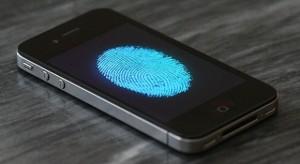 Érkezhet az ujjlenyomat-olvasó az iPhone 5S készülékben