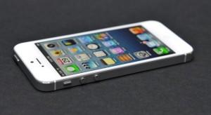 """Hamarosan mindig """"talpára"""" eshet az iPhone készülék"""
