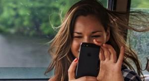 Új, emberarcú reklámkampányba kezdett az Apple