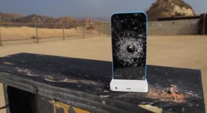 Ilyen egy slo-mo teszt, miközben szétlövik az iPhone 5C-t