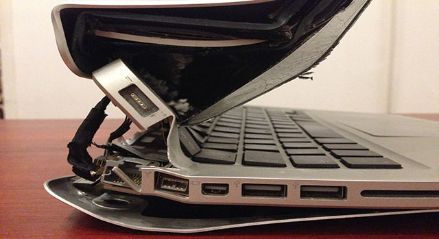 """Képtalálat a következőre: """"törött laptop"""""""