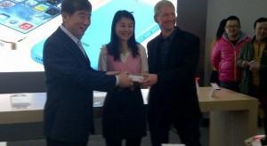 A mai nap megkezdődött Kínában az iPhone 5S/5C forgalmazása