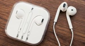 Az Apple a fülhallgatóba is érzékelőket építene