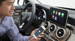 A Mercedes a korábbi modelljeibe is szeretne CarPlay-t