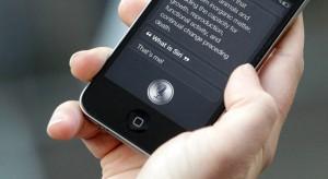 Fejlettebb és naprakészebb Siri-n dolgozik az Apple