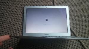 30 méteres zuhanást élt túl a MacBook Air