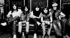 Az Apple Music elindulása töri meg az AC/DC streamingfóbiáját is