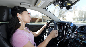 Meglehetősen figyelemelterelő Siri vezetés közben