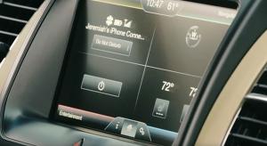 Szoftverfrissítésnek köszönhetően 5 millió Fordban érhető el Siri