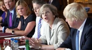 A brit miniszter tiltja az Apple Watch használatát a kabineti megbeszéléseken