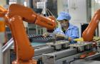 Emberi munkaerő helyett automatizált gyártásra vált a Foxconn