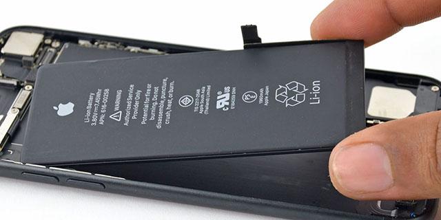 Az iPhone 6 Plus tulajainak áprilisig kell várniuk az új akkumulátoraikra