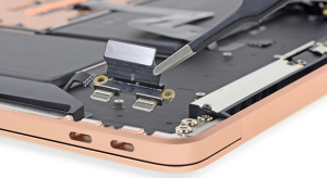Az iFixit darabjaira szedte a 2018-as MacBook Air-t