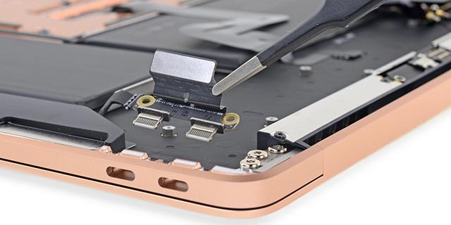 Az iFixit darabjaira szedte a 2018-as MacBook Air-t