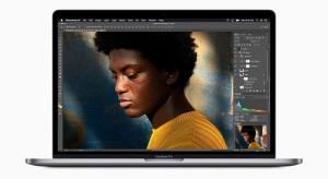 A Geekbench adatai alapján jelentősen gyorsabb a 2019-es, 15 colos MacBook Pro