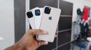 Videón az iPhone XI dummy modelljei