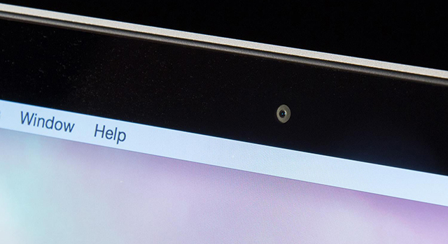Újabb biztonsági résre bukkantak, mely bekapcsolja a Mac-ed kameráját