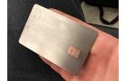 Hogy néz ki a nyers titánium Apple Card? Valahogy így