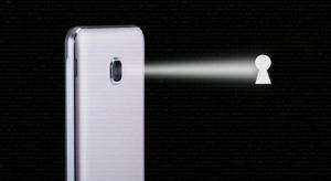 Új biztonsági rés Androidon, amivel könnyedén bekapcsolható a kamera a felhasználó tudta nélkül