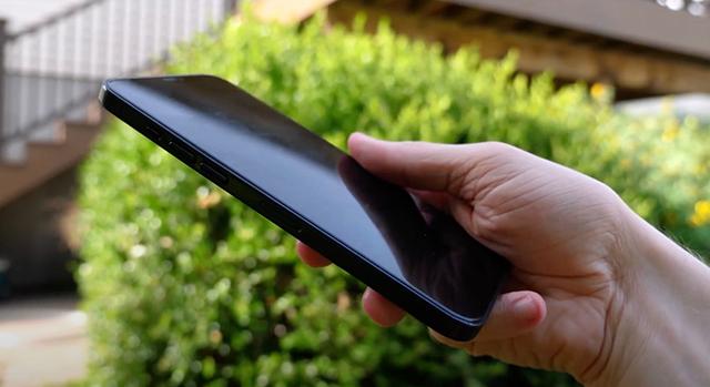Videón az iPhone 12 dummy modelljei