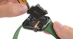 Darabjaira szedte az Apple Watch 7-et az iFixit csapata